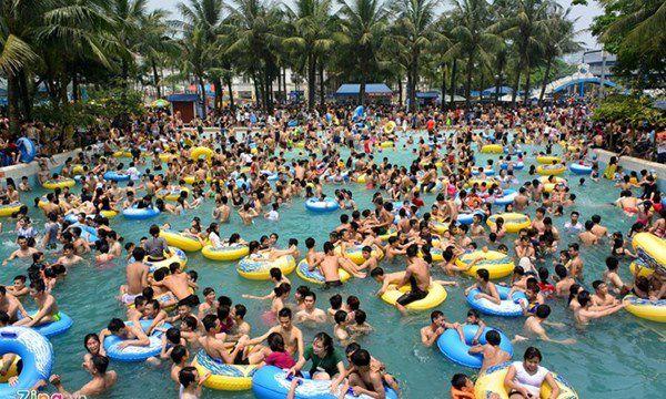 Tình trạng mất vệ sinh nguồn nước tại bể bơi kinh doanh
