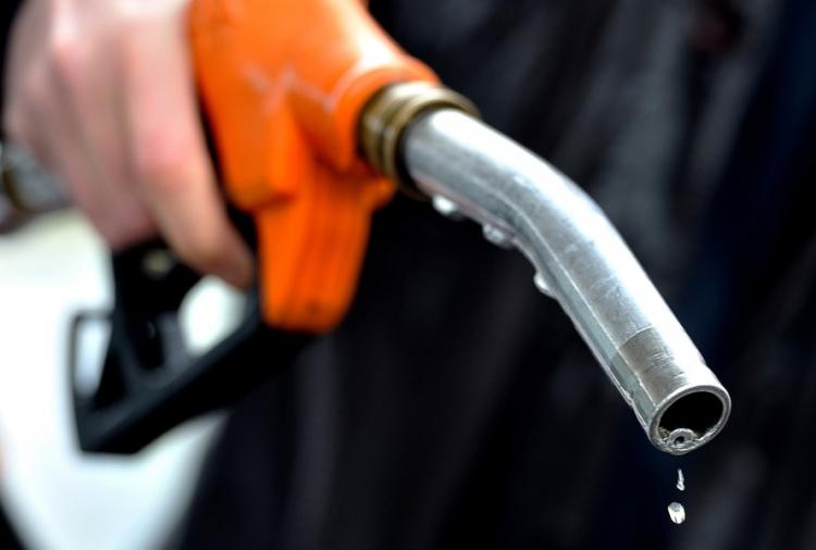 Giá xăng Ron 92 tăng 306 đồng/lít
