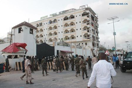 Su quan Trung Quoc tai Somalia bi danh bom - Anh 1
