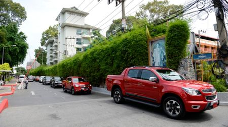 Lai thu Chevrolet Colorado High Country tren dat Thai - Anh 1