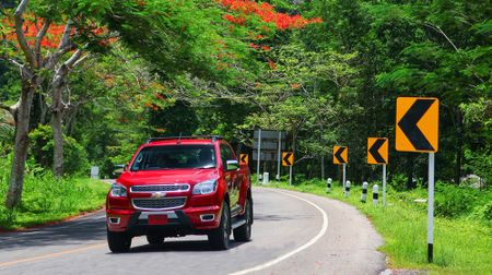Lai thu Chevrolet Colorado High Country tren dat Thai - Anh 2
