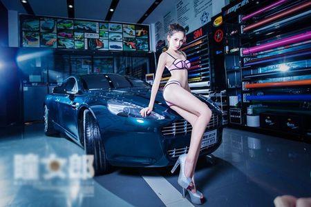 Dung ngoi khong yen khi chan dai sexy sua xe - Anh 7