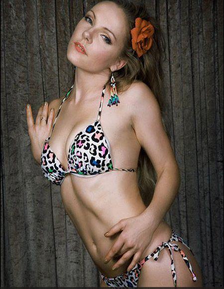 25 co gai xinh dep canh tranh ngoi Hoa hau Bikini - Anh 11
