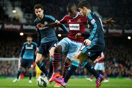 21h00 ngay 24/10, West Ham vs Chelsea: Gio London doi chieu? - Anh 1