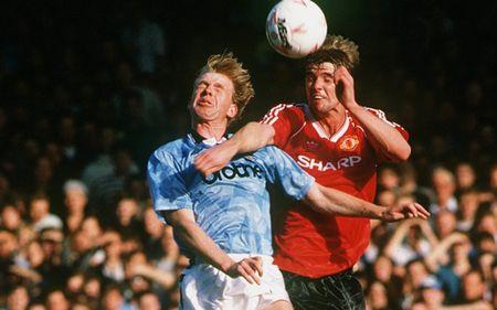 Mot gio den toi cua Sir Alex & nhung tran derby Manchester dang nho nhat lich su - Anh 2