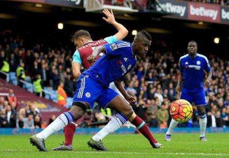 Khong bat ngo, 10 nguoi cua Chelsea bai tran o Upton Park - Anh 1