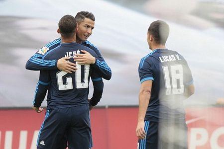 Ronaldo no sung, Real thang de 10 nguoi Celta Vigo - Anh 3