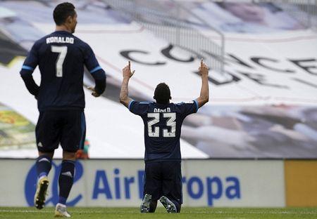 Ronaldo no sung, Real thang de 10 nguoi Celta Vigo - Anh 5