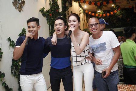 Ngoc Trinh quay het minh tai tiec dong may phim dau tay - Anh 6