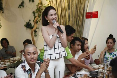 Ngoc Trinh quay het minh tai tiec dong may phim dau tay - Anh 7