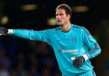 Fans Chelsea chi trich Begovic ngay trong hiep 1 - Anh 1