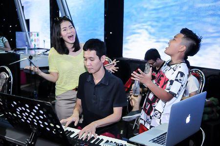 Giong hat Viet nhi 2015: Thu Minh, My Tam tich cuc luyen tap cho cac thi sinh nhi - Anh 3