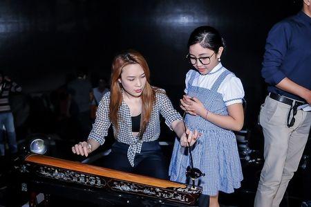Giong hat Viet nhi 2015: Thu Minh, My Tam tich cuc luyen tap cho cac thi sinh nhi - Anh 4