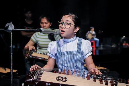 Giong hat Viet nhi 2015: Thu Minh, My Tam tich cuc luyen tap cho cac thi sinh nhi - Anh 6