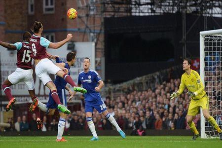 Chelsea guc nga tai Upton Park, Mourinho lam nguy - Anh 4