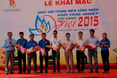 Dua hang Viet den voi cong nhan - Anh 1