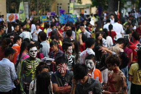 Sinh vien Bao chi tung bung mua le hoi Halloween - Anh 1