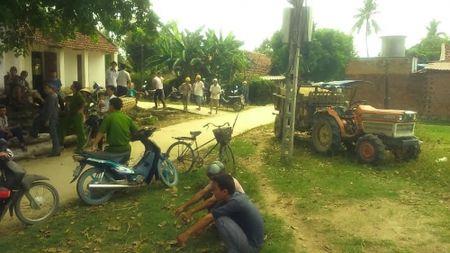 Binh Dinh: Be gai 3 tuoi bi xe may cay tong tu vong - Anh 1