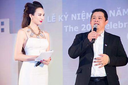 HH Ngoc Diem thay 2 trang phuc trong mot su kien - Anh 7