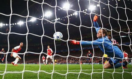"""Arsenal: Coi chung sau """"bay cao"""" la nga dau - Anh 1"""