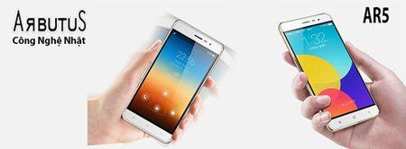 """""""Thot tim"""" khi chung kien smartphone ARBUTUS AR5 bi """"tra tan"""" - Anh 1"""