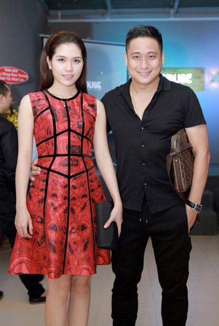 MC Huyen Chau goi cam ben dan A hau, Hoa hau - Anh 10