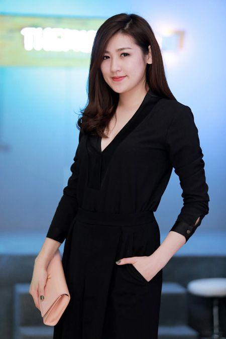 MC Huyen Chau goi cam ben dan A hau, Hoa hau - Anh 3