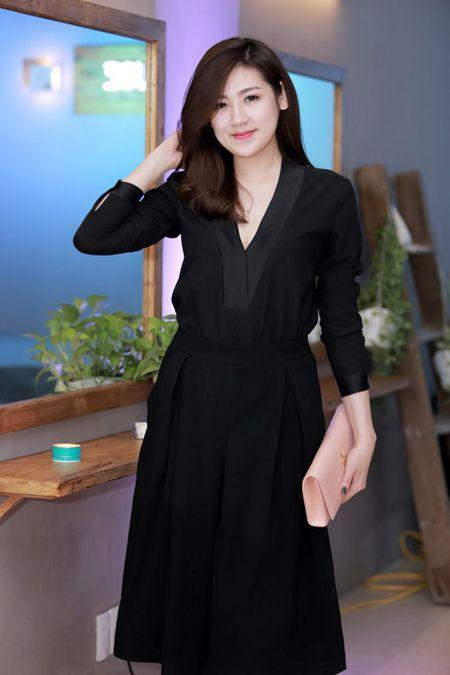 MC Huyen Chau goi cam ben dan A hau, Hoa hau - Anh 4