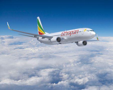 Boeing 787 cho 300 nguoi bat ngo 'chet may' giua Dai Tay Duong - Anh 1