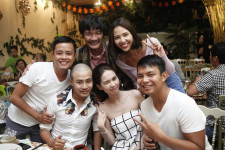 Ngoc Trinh om chat Luong Manh Hai - Anh 12