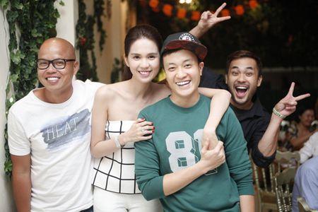Ngoc Trinh om chat Luong Manh Hai - Anh 1