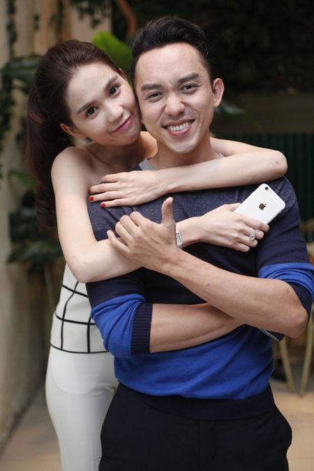 Ngoc Trinh om chat Luong Manh Hai - Anh 3