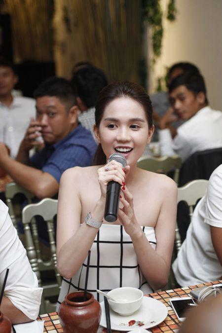 Ngoc Trinh om chat Luong Manh Hai - Anh 6