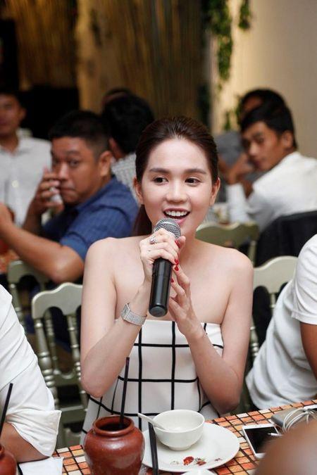 Ngoc Trinh say sua hat 'Bup be khong tinh yeu' - Anh 3