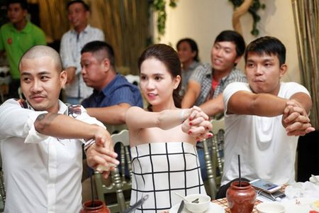 Ngoc Trinh say sua hat 'Bup be khong tinh yeu' - Anh 7