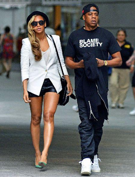 SOC: Rihanna tung la nguyen nhan khien Beyonce & Jay Z chia tay - Anh 1