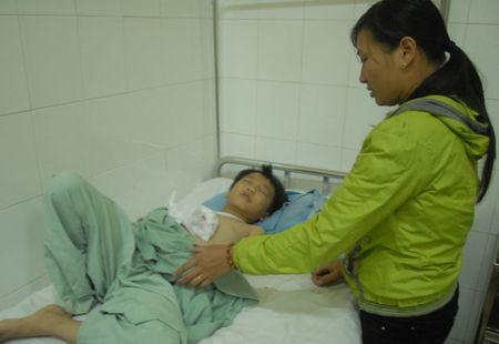 Be trai 8 tuoi bi dap tay vi cuc sac pin phat no Suc khoe em Hoang Minh Nhat da dan hoi phuc sau phau thuat. (Anh: bao Tuoi Tre) - Anh 1