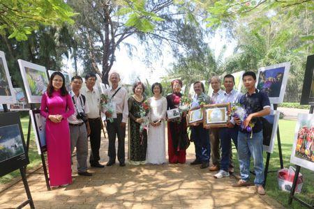 Khai mac trien lam cuoc thi anh Di san Viet Nam 2015 - Anh 1