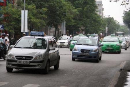 Hiep hoi van tai Ha Noi kien nghi dung hoat dong taxi Uber, Grap - Anh 2