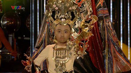 """Khong nhan ra Phuong My Chi voi """"qua dau troc"""" - Anh 2"""