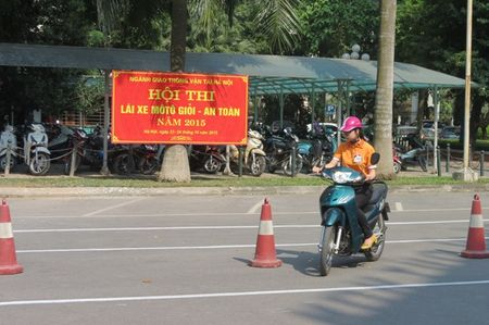 CNVCLD nganh GTVT Ha Noi can di dau trong chap hanh Luat Giao thong - Anh 1