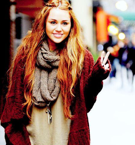 Miley Cyrus hoa cong chua Lo Lem diu dang xinh dep khien fan sung sot - Anh 10