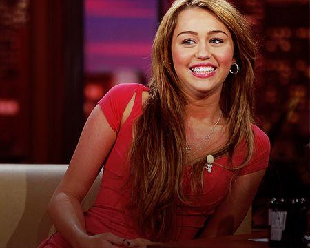 Miley Cyrus hoa cong chua Lo Lem diu dang xinh dep khien fan sung sot - Anh 11