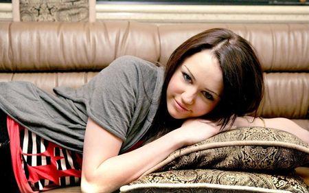 Miley Cyrus hoa cong chua Lo Lem diu dang xinh dep khien fan sung sot - Anh 6