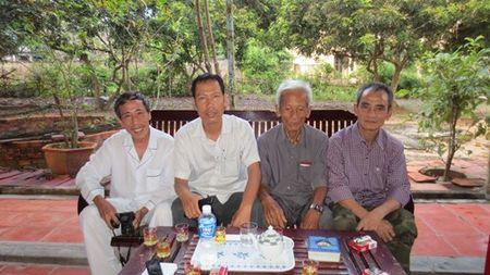 Huynh Van Nen va bua com dau tien voi gia dinh - Anh 1