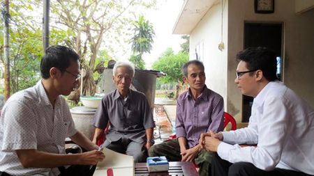 Huynh Van Nen va bua com dau tien voi gia dinh - Anh 2