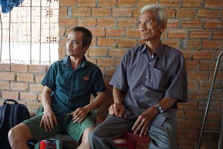 Huynh Van Nen va bua com dau tien voi gia dinh - Anh 5