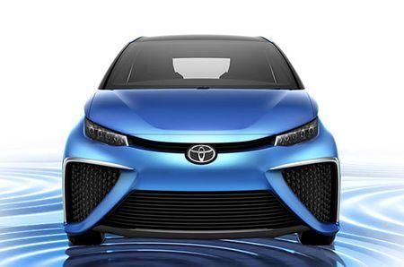 Thang 10: Toyota dua xe lai hybrid ve Viet Nam - Anh 1