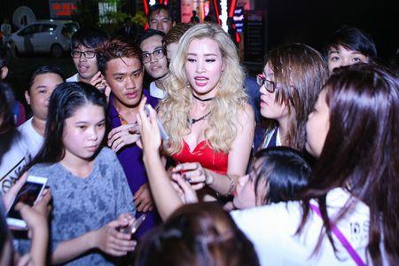 Ong Cao Thang dua don Dong Nhi chay show - Anh 5