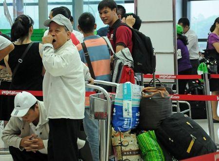 Tan Son Nhat co nhieu bat cap vi da qua tai - Anh 2